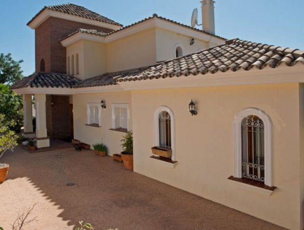 Villa-for-sale-in-Costa-del-sol-entry