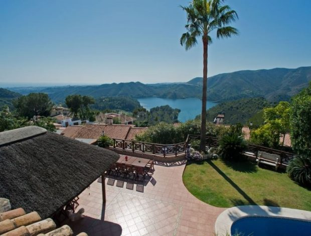 Villa-for-sale-in-Costa-del-sol-mountain-views