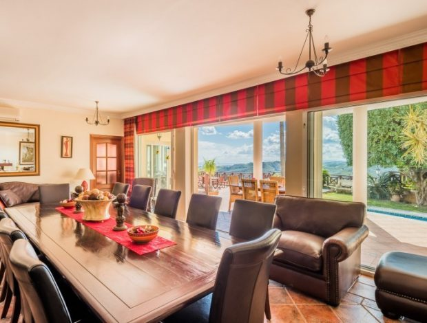 Villa-in-Istan-Costa-Del-Sol-for-sale-dining-room