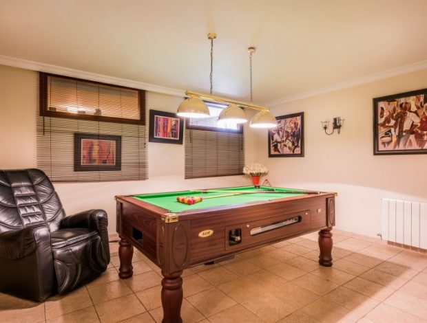 Villa-in-Istan-Costa-Del-Sol-for-sale-entertainment-room