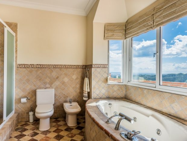 Villa-in-Istan-Costa-Del-Sol-for-sale-full-bathroom